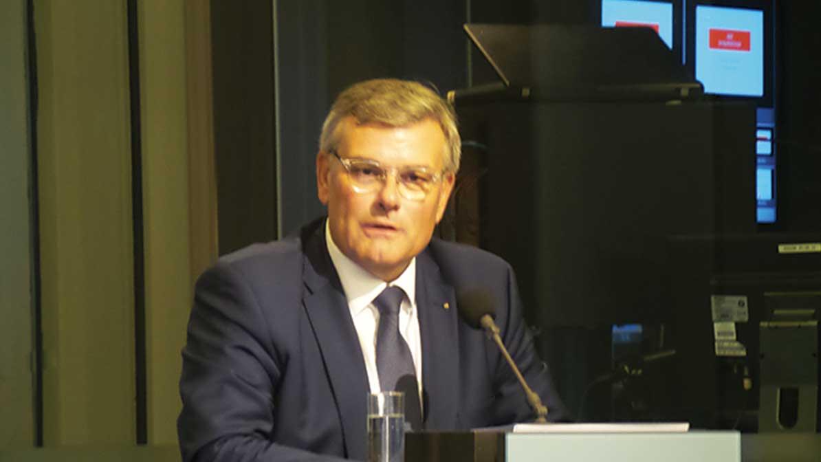 Mr Dominique Deschietere, President of ADDE (Association of Dental Dealers Europe) defended a single voice for the dental sector.
